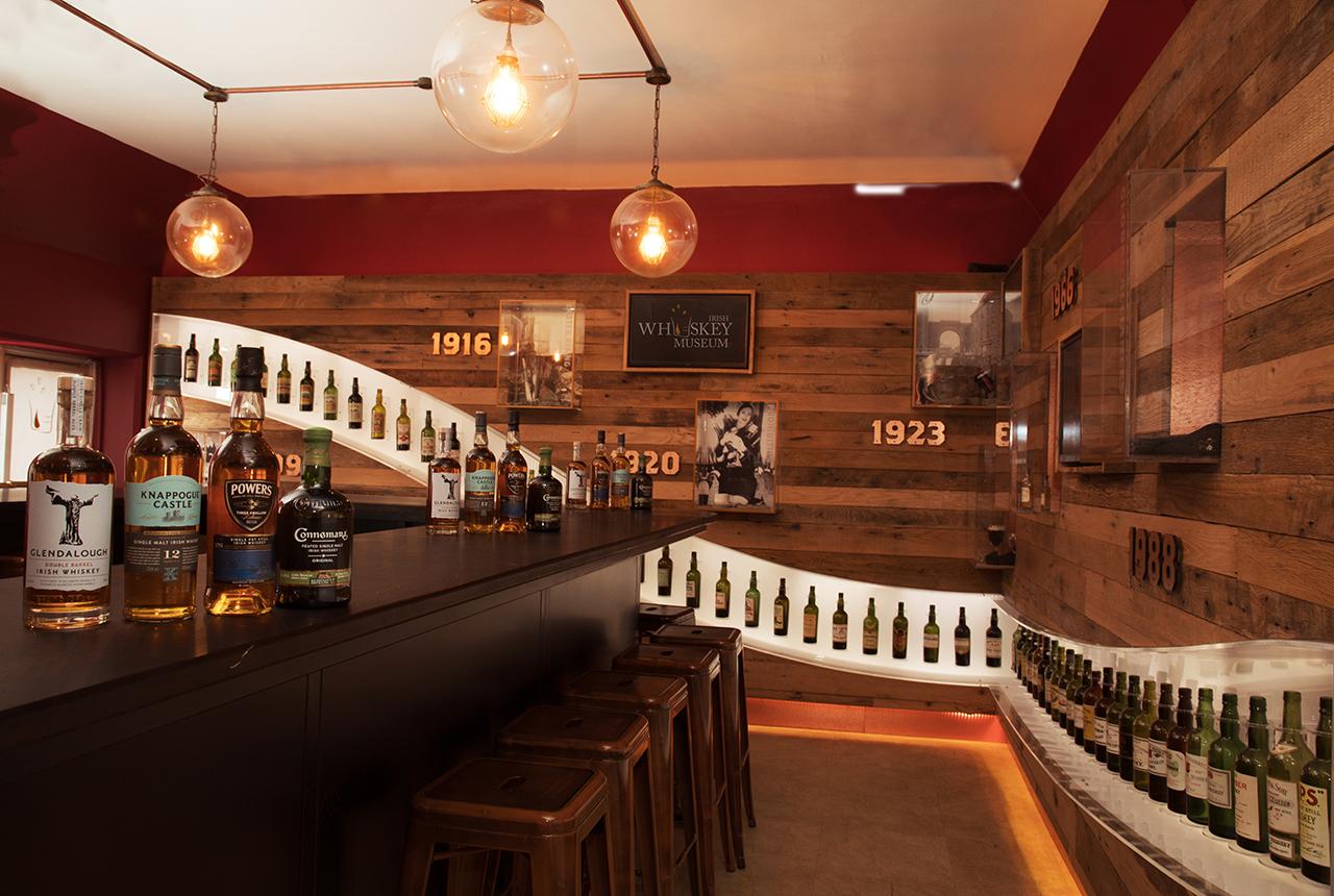 interior photograph Bar in the Irish Whiskey Museum